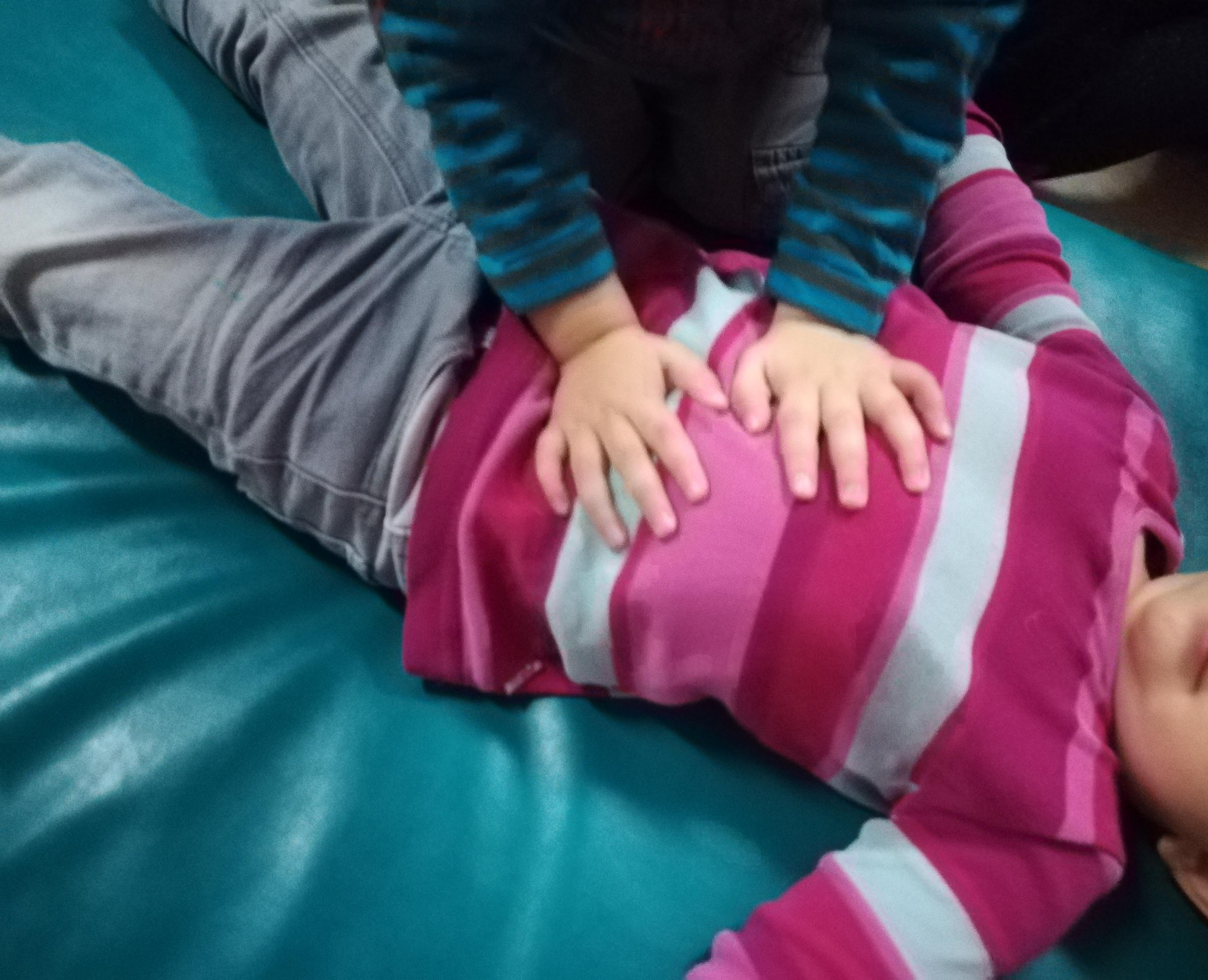 shiatsu-massage-ventre-enfants