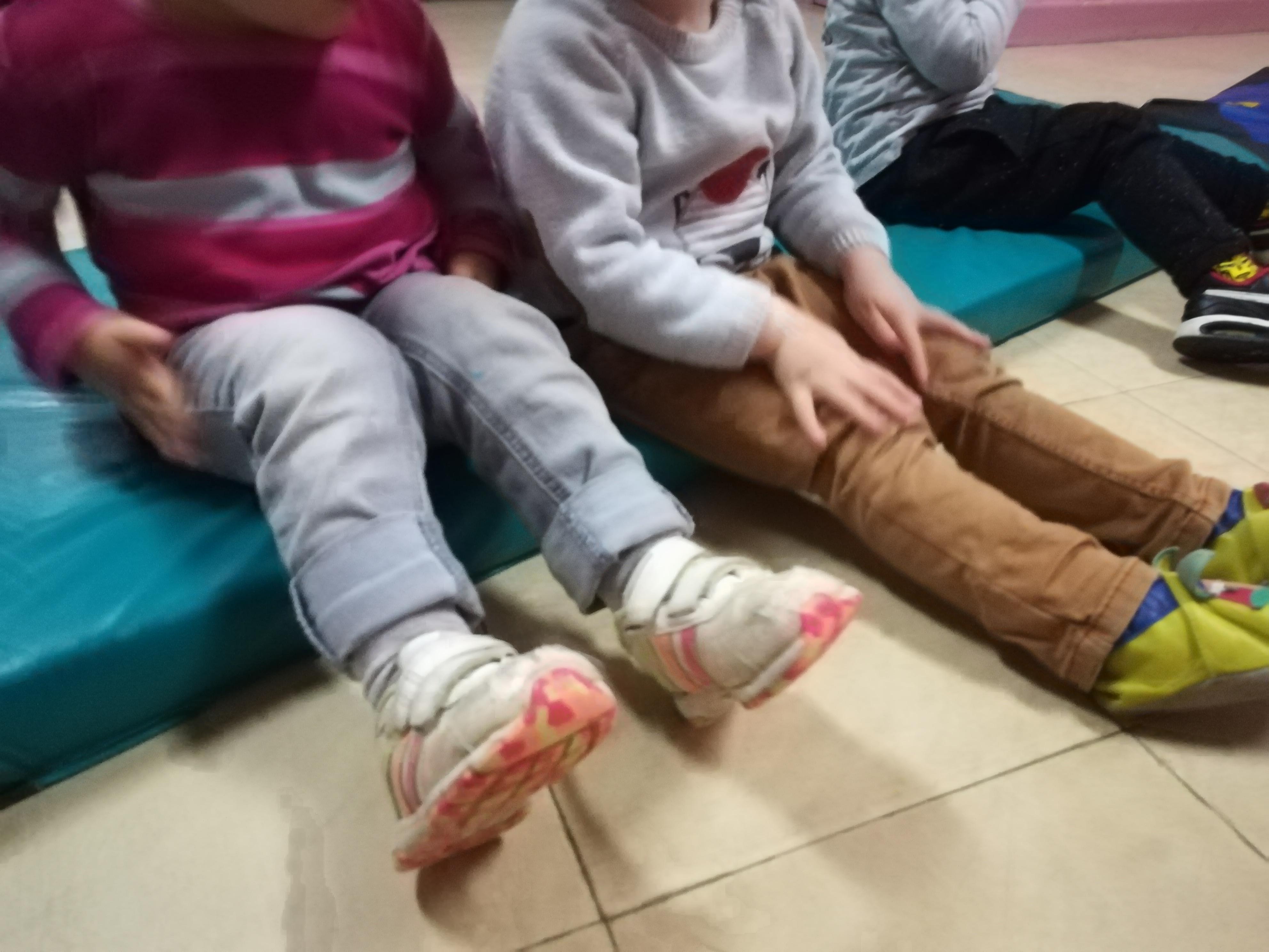 bienfaits-shiatsu-enfants-jambes